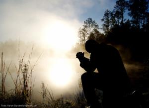 trauer-gebet_aaron-burden