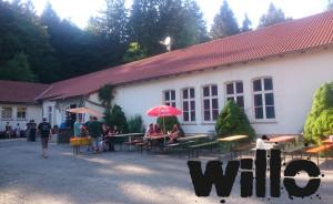 Willo - In der Sonne sitzen mit mit Leuten quatschen.